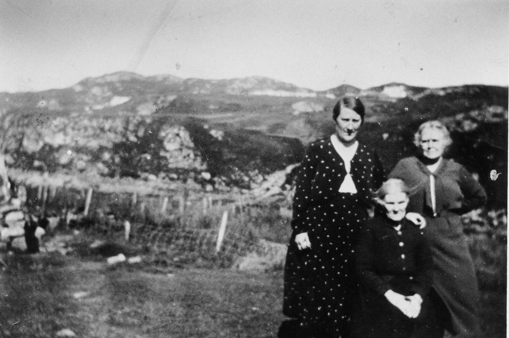 Murdina Macleod, her Mother and Mrs Hay